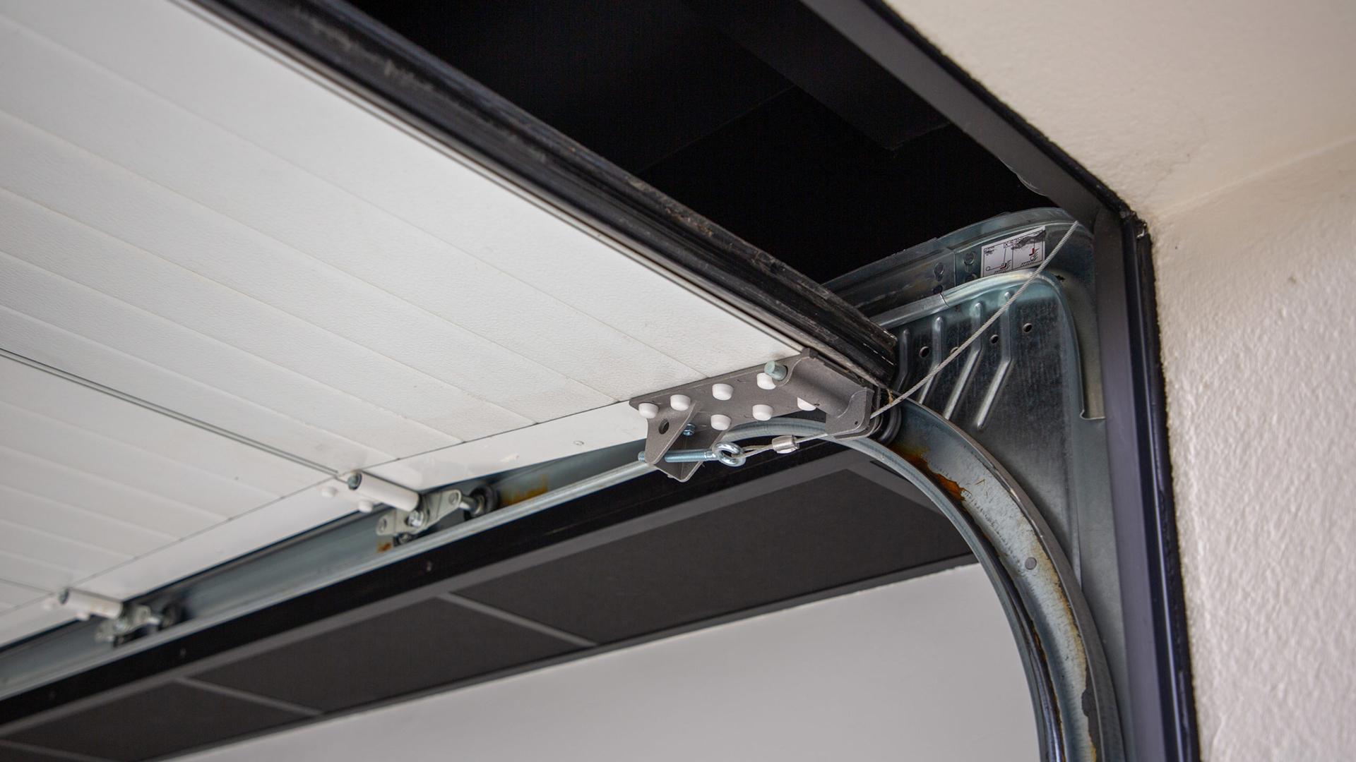Menuiserie Hors d'Air Toulouse porte de garage aluminium